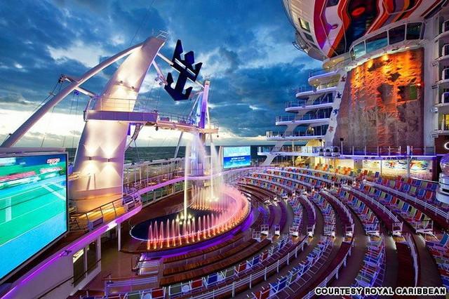 Allure of the Seas: Na palubama postoji klizalište, simulatori za surfovanje, žičare...