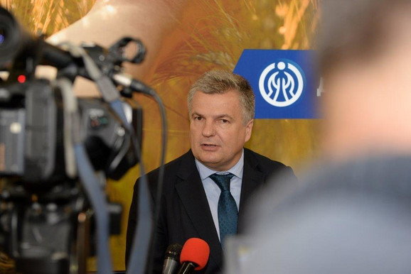 Mr Mirko Petrović, predsednik IO Kompanije Dunav osiguranje daje izjavu medijima