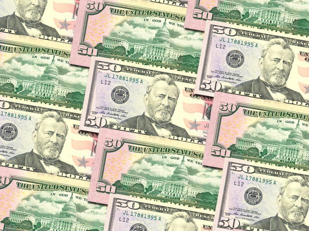 Komunikat agencji ratingowej Moody's, iż obecny rating na poziomie Aaa może być obniżony do Aa1, jeżeli negocjacje budżetowe w USA nie przełożą się na trwalszy, średniookresowy trend spadku nadmiernego zadłużenia, doprowadziły dzisiaj do osłabienia dolara.