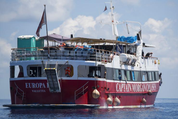 Brod sa migrantima
