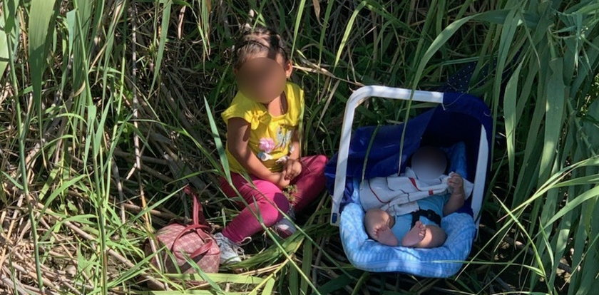 Znaleźli w zaroślach dwoje malutkich dzieci. Była przy nich niewielka kartka...