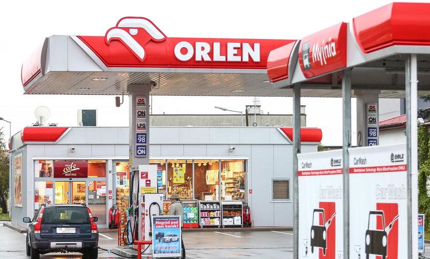 Kasjer na stacji paliw w Polsce nie ma szans na zarobki porównywalne z jego niemieckim kolegą