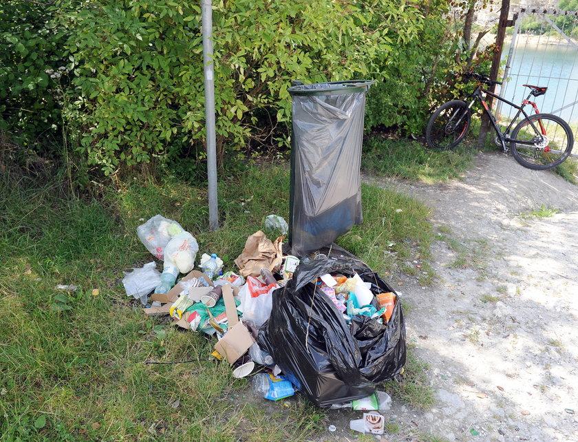 Śmieci wokół Zakrzówka