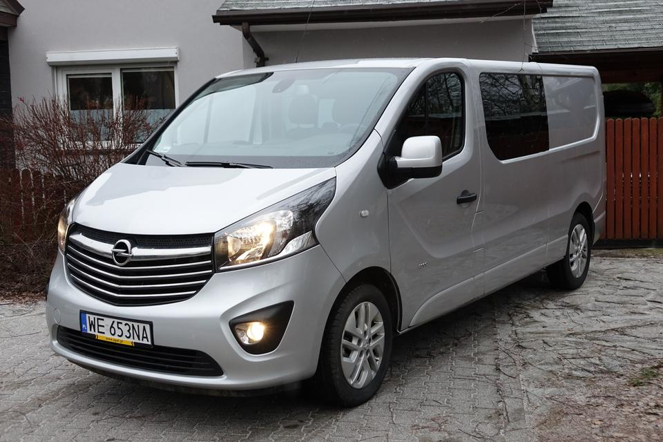 opel vivaro 1 6 biturbo nadaje si nie tylko do firmy test moto. Black Bedroom Furniture Sets. Home Design Ideas