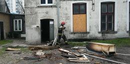 Dzielnicowi uratowali człowieka z pożaru
