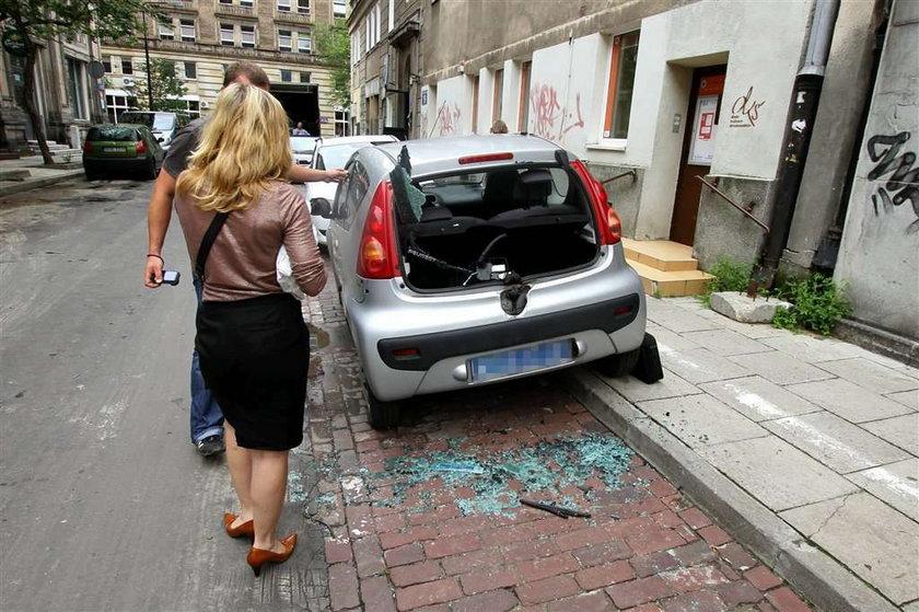 Podpalacz grasuje w Warszawie, podpala samochody!