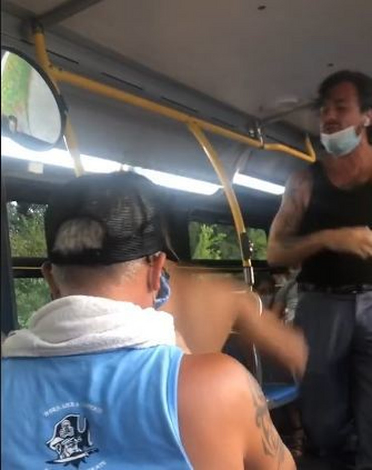 Tuca u autobusu