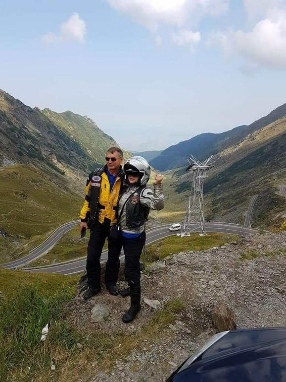 Dragoslav Simić Kiško sa suprugom Vesnom na atraktivnoj deonici kroz Rumuniju
