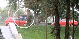 Rozpędzone auto uderzyło w mężczyznę na hulajnodze. Przerażające nagranie