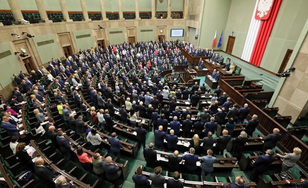 Na początku środowego posiedzenia Sejmu posłowie PO-KO: Kamila Gasiuk-Pihowicz i Borys Budka wnioskowali o przerwę w obradach.
