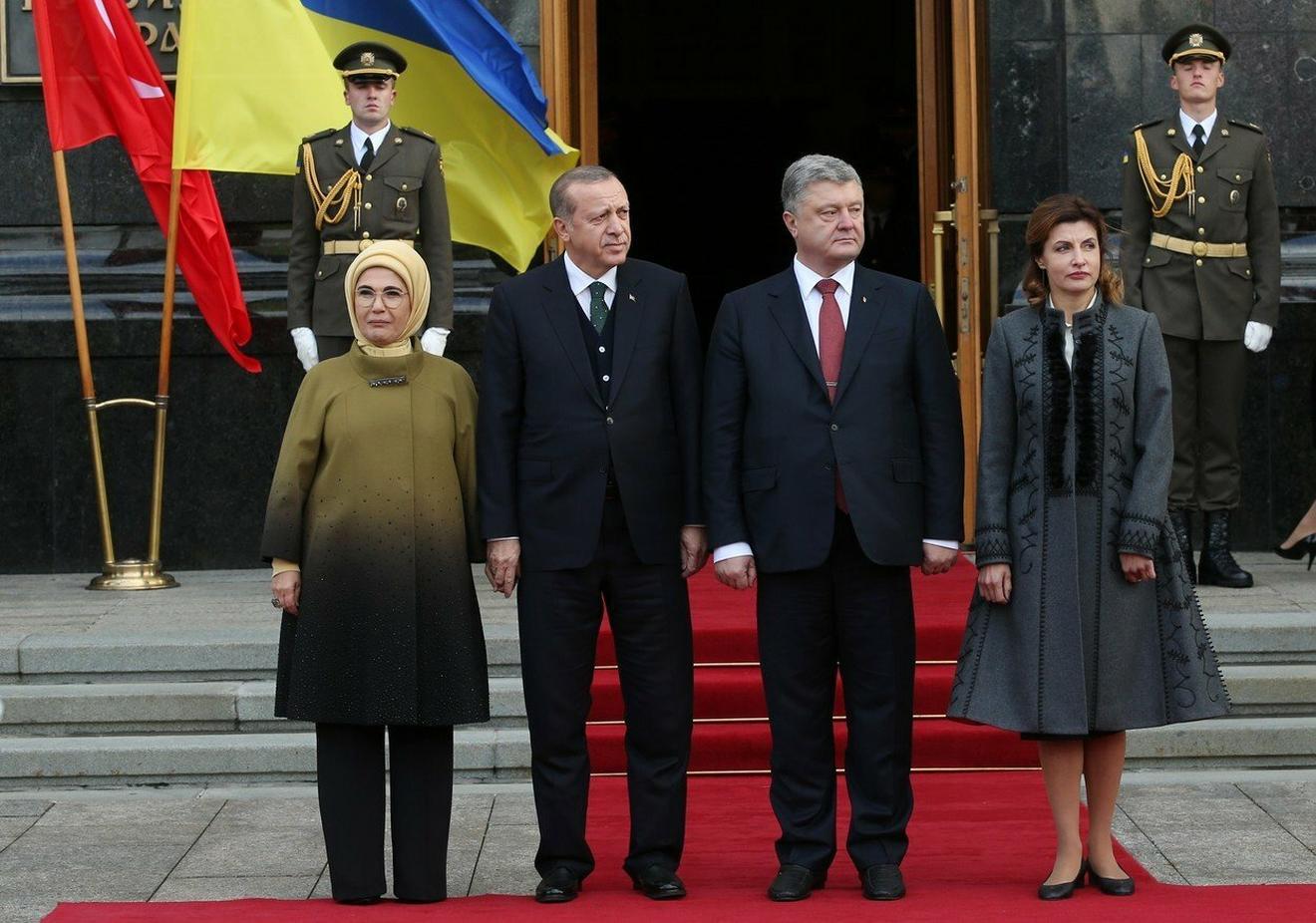 Emina i Redžep Tajip Erdogan sa Petroom Porošenkom, predsednikom Ukrajine, i njegovom suprugom Marijanom Porošenko pre nekoliko dana u Kijevu