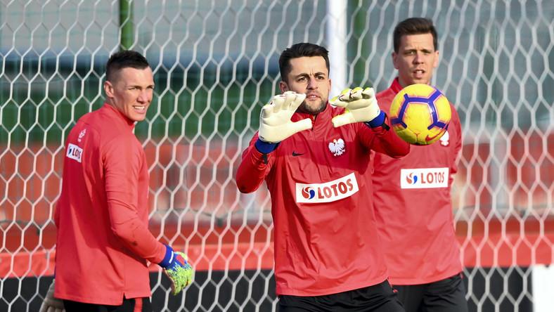 Bramkarze reprezentacji Polski - od lewej: Łukasz Skorupski, Łukasz Fabiański i Wojciech Szczęsny podczas treningu kadry na boisku KS ZWAR w Międzylesiu