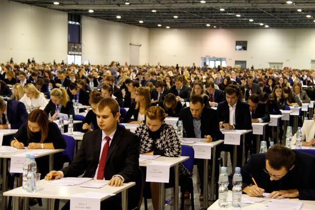 Do ubiegłotygodniowego egzaminu adwokackiego przystąpiło 1540 spośród 1577 prawników, którzy złożyli wnioski o dopuszczenie, a do radcowskiego 2230 z 2285 wnioskujących.