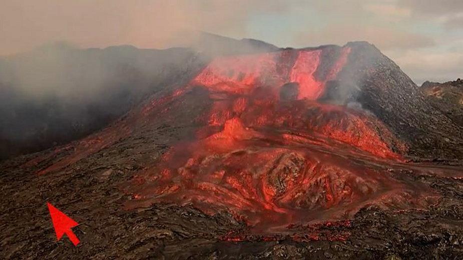 Islandia: turysta ucieka przed lawą z wulkanu Fagradalsfjall