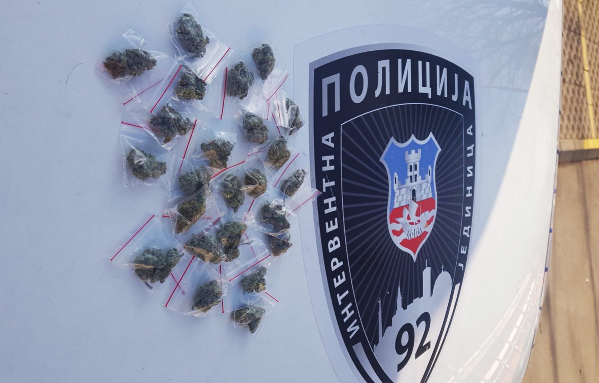 UHAPŠEN DILER pao sa 24 paketa marihuane