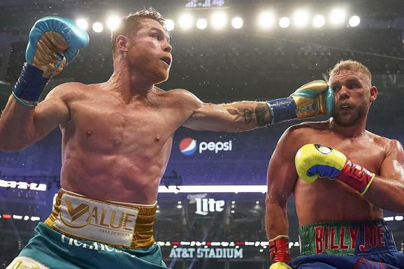 KRVAVI RING! Kanelo deformisao glavu Saundersa, slomio mu kosti i objedinio titule u meču koji je pratio rekordan broj ljudi /VIDEO/