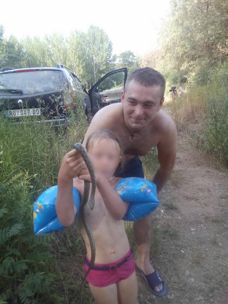 zmija BLUR tomislav i dete
