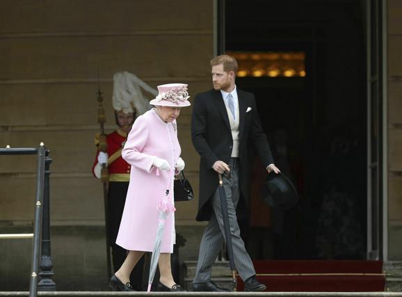 Kraljica Elizabeta i princ Hari