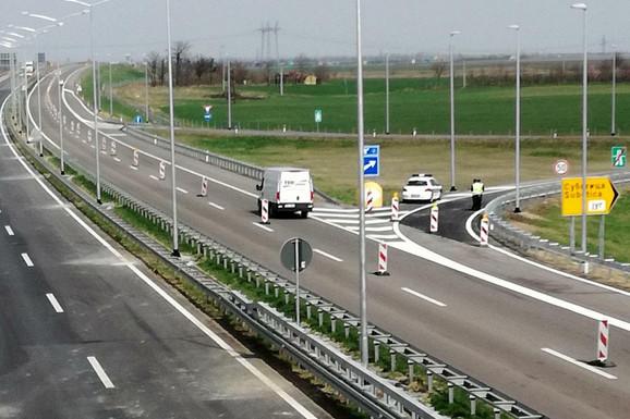 OBAVEZNE ZIMSKE GUME Pojačan saobraćaj ka Kopaoniku, Goču, Zlatiboru i Tari