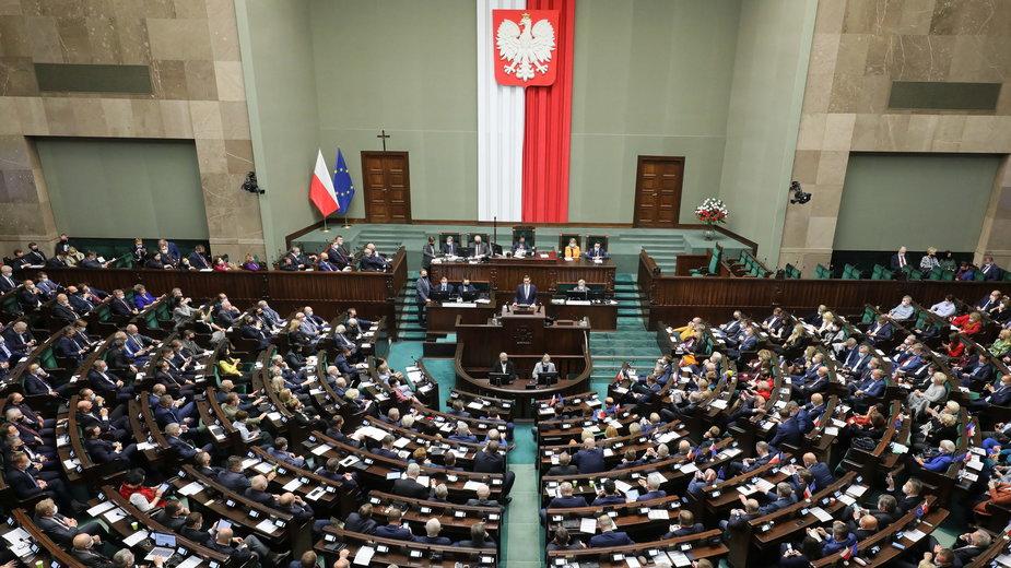 Sala obrad Sejmu. Jak wyglądałby, gdyby posłów wybierali tylko młodzi?