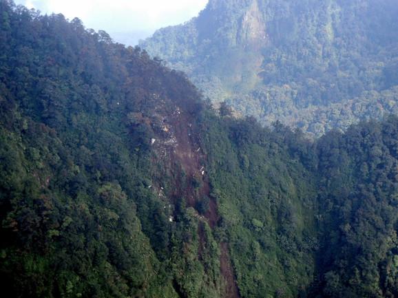 Avion je udario u liticu planine Salak