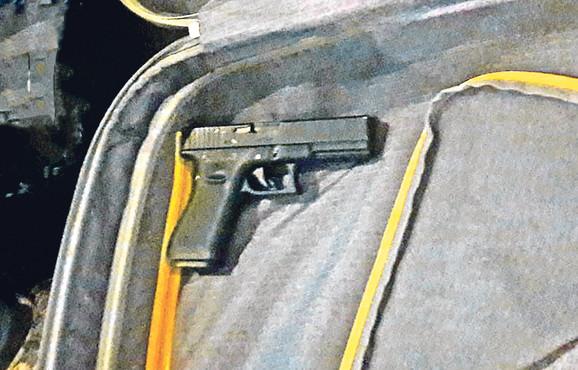 U stanu koji su koristili razbojnici među kojima je bila jedna devojka nađeni su pištolj i novac