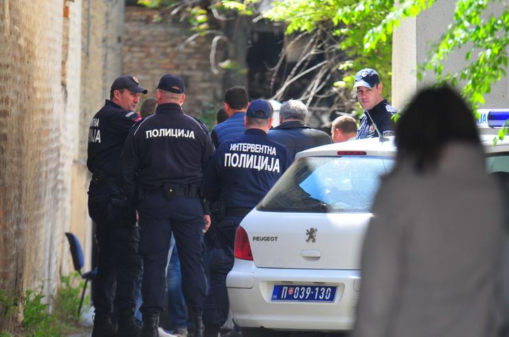 novi sad 1845  pucnjava policija uvidjaj ulica pap pavla 27 foto robert getel