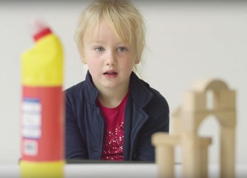 Detergent czy zabawka? Co jest atrakcyjniejsze w oczach dziecka?
