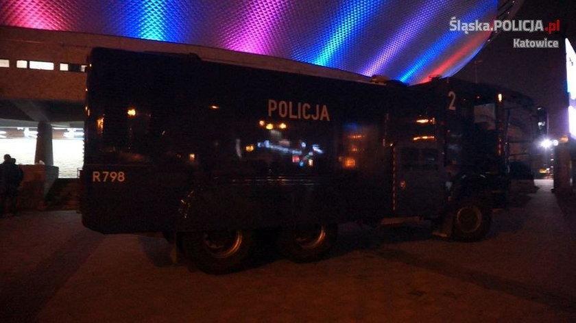 Policja nie dopuściła do starcia pseudokibiców pod Spodkiem