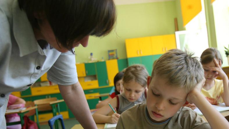 Rząd tnie urlopy dla nauczycieli. Zobacz, o ile