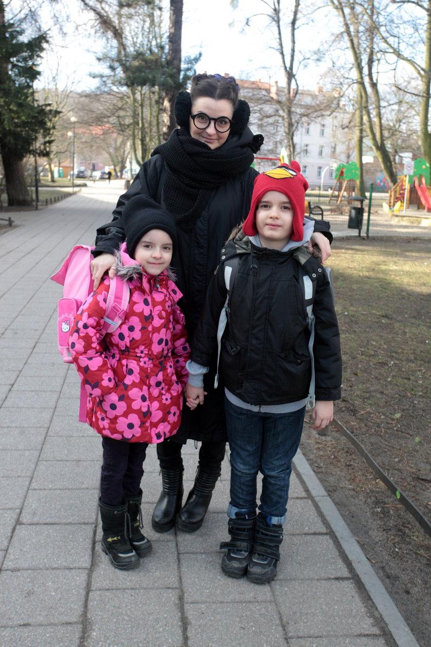 Hanna Barańska (37 l.), Antek (8 l.), Zosia (6 l.)