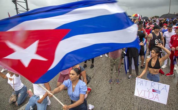 Amerykanie pochodzenia kubańskiego biorą udział w proteście