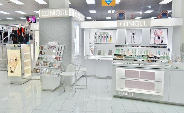 Amerykańska marka Clinique jest dziś wyceniana na 5,9 mld dol., o 4 proc. mniej niż rok temu. Marka należy do grupy Estée Lauder Companies. fot. Pear285, CC0 1.0