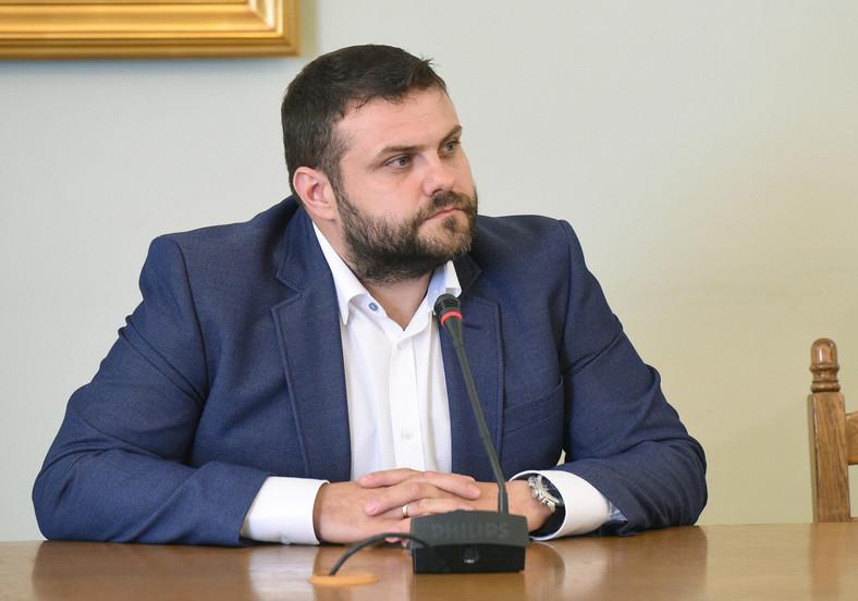 Były dyrektor biura bezpieczeństwa Amber Gold Krzysztof Kuśmierczyk zeznaje przed sejmową komisją śledczą ds. Amber Gold w Sejmie.