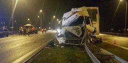Groźny wypadek pod Gorzowem. Tir uderzył w pługopiaskarkę