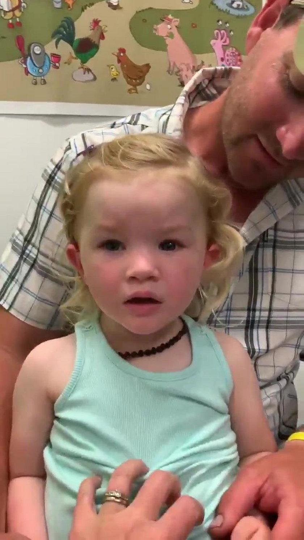 Australia: dziewczynka po raz pierwszy usłyszała rodziców