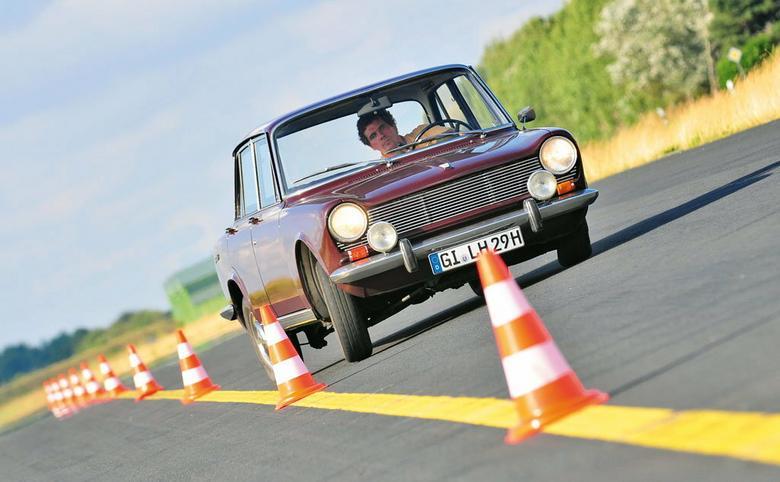 Jak wygląda francuska sportowa limuzyna? Tak jak Simca 1500, która przypomina trochę samochody włoskich designerów