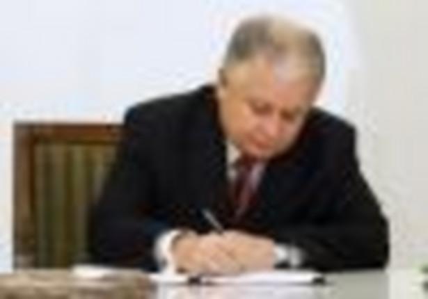 Prezydent Lech Kaczyński podpisał nowelizację ustawy o emeryturach i rentach z Funduszu Ubezpieczeń Społecznych. Fot. PAP