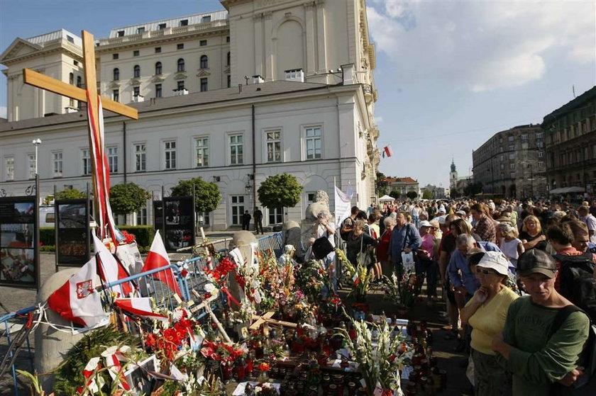 Profesor Tomasz Nałęcz (61 l.), doradca prezydenta Bronisława Komorowskiego (58 l.) zapowiedział, że Kancelaria Prezydenta nie będzie się zajmowała sprawą krzyża z Krakowskiego Przedmieścia ani kwestią budowy pomnika
