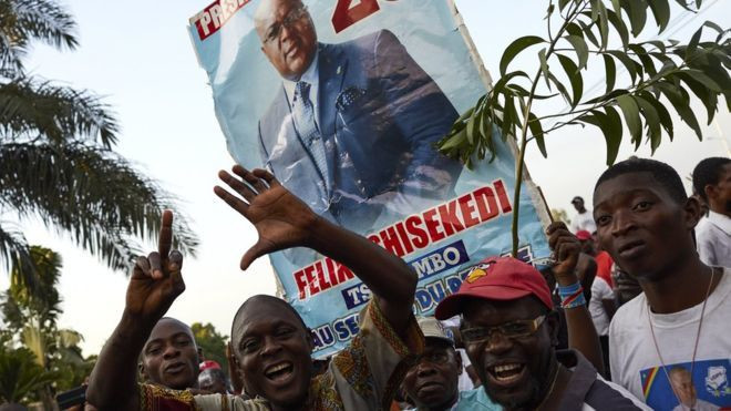 Supporters of DR Congo's opposition presidential candidate Felix Tshisekedi rally outside his party headquarters in Limete