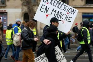 """""""MAKRONE, PODNESI OSTAVKU"""" I deseti uzastopni vikend """"Žuti prsluci"""" na ulicama Francuske"""