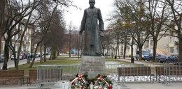Wojna o pomnik ks. Jankowskiego. Opinia Polaków wiele mówi