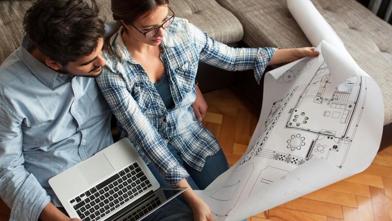 Para ogląda plany mieszkania