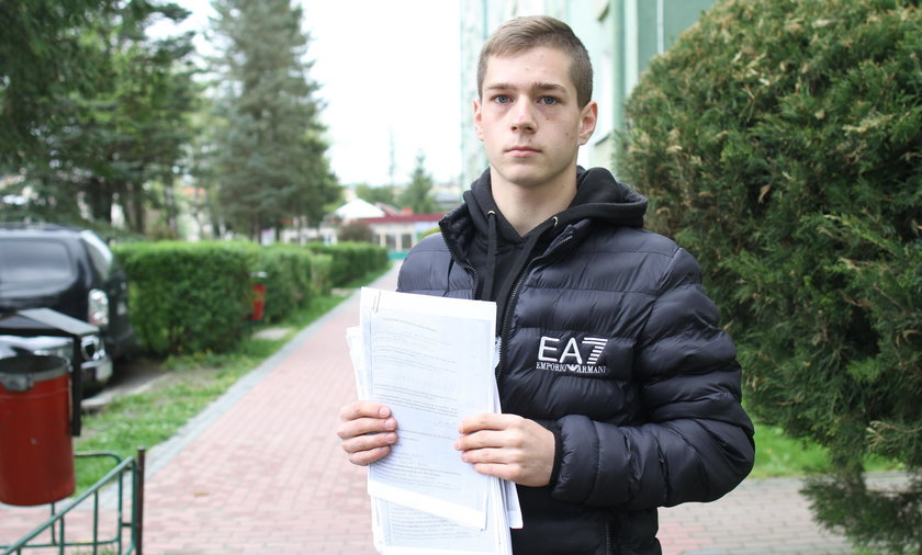 17-letni Mariusz z Sanoka: Policjant omal nie skręcił mi karku!