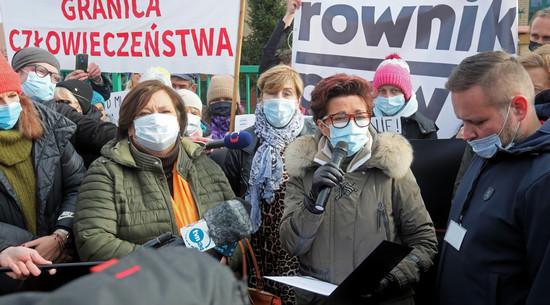 Protest przed siedzibą SG w Michałowie. Demonstrację wsparły byłe prezydentowe