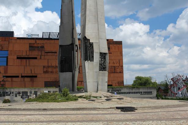 Pomnik przed Europejskim Centrum Solidarności