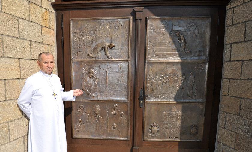 Drzwi papieskie z brązu