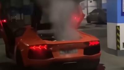 Dziwny pomysł na grilla omal nie skończył się pożarem Lamborghini Aventadora