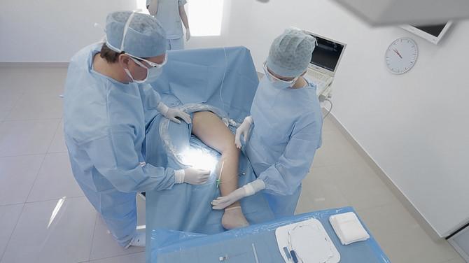 Veliki broj mojih kolega u Evropi i svetu izrazili su interesovanje da se takođe usavršavaju u metodama lečenja laserom koje primenjujem, kaže doktor Petar Dragić
