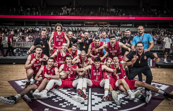 Juniorska košarkaška reprezentacija Srbije slavi titulu u Rigi